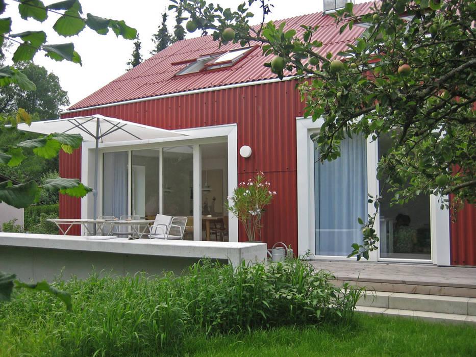 Ansicht Süd: skandinavische Häuser von Bohn Architekten GbR