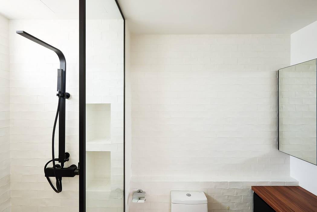 인더스트리얼 욕실 by Eightytwo Pte Ltd 인더스트리얼