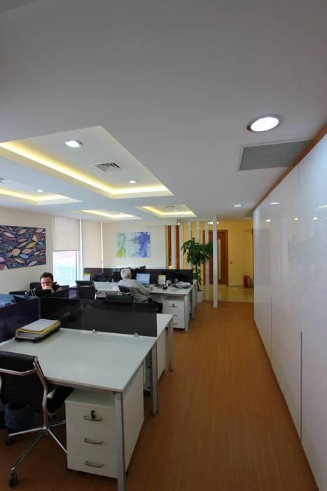 Edificios de Oficinas de estilo  por TARKAN OKTAY MİMARLIK, Minimalista