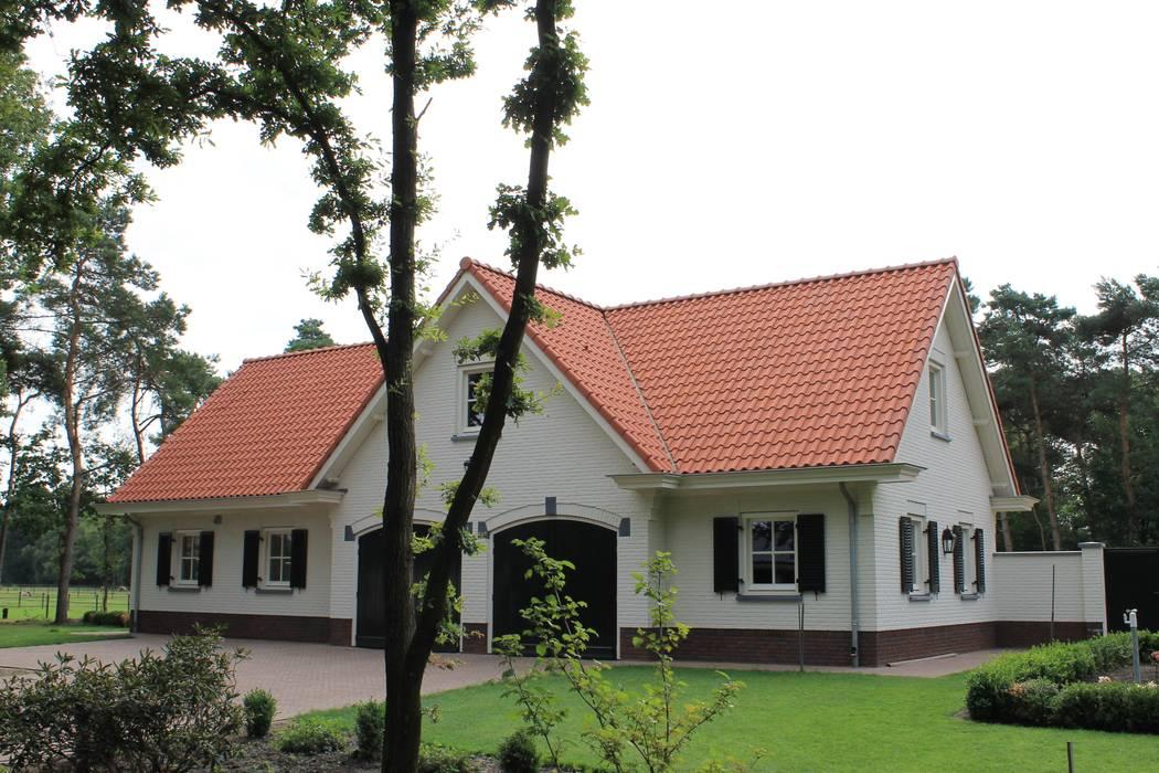 Garajes y galpones de estilo  por Arceau Architecten B.V., Rural