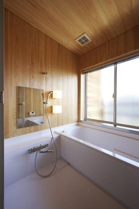道路時の家: 五藤久佳デザインオフィス有限会社が手掛けた浴室です。