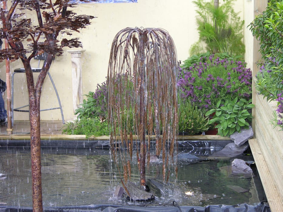Copper Weeping Willow Tree Water Sculpture Classic style garden by Water Garden Ltd Classic
