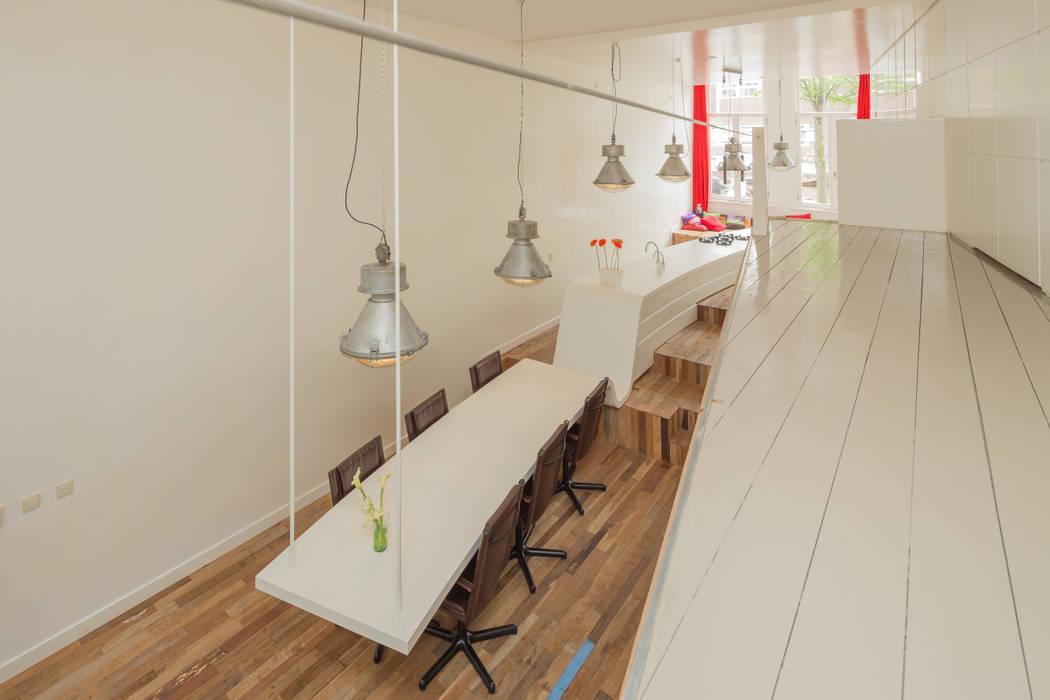 Design Cube Keuken : De keuken borrelhoek en hangende eettafel: eetkamer door cube