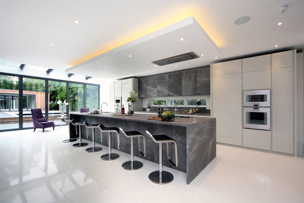 The new kitchen/breakfast bar with dark marble worktops and cabinet doors by Hale Brown Architects Ltd Сучасний