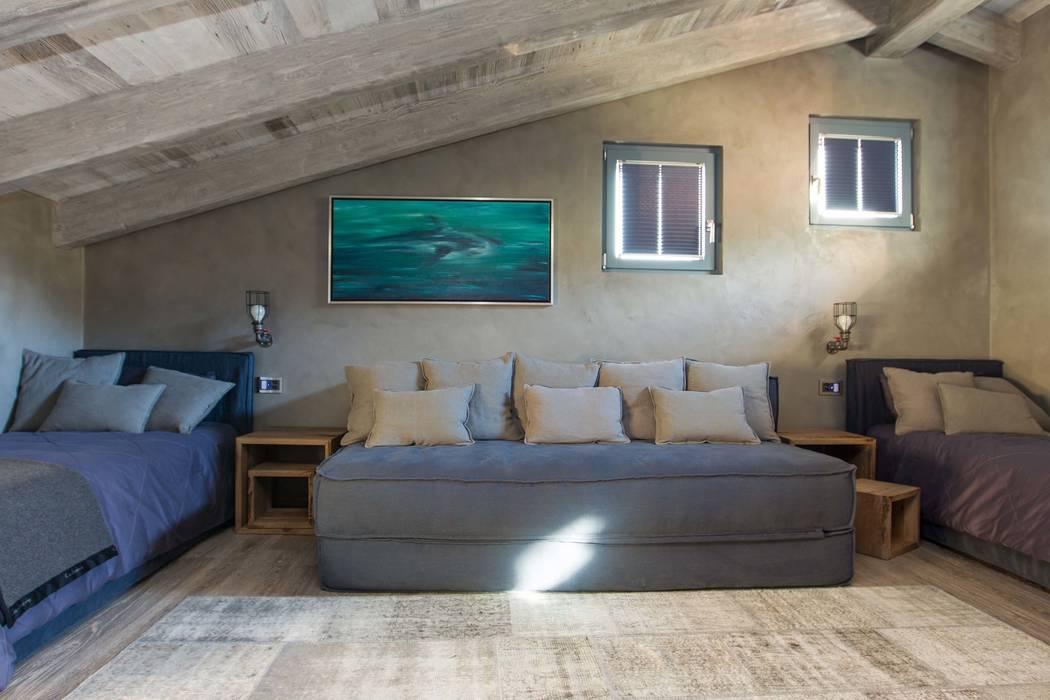 Camera ragazzi: Camera da letto in stile in stile Moderno di DF Design