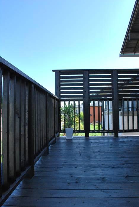 西川真悟建築設計 Modern balcony, veranda & terrace