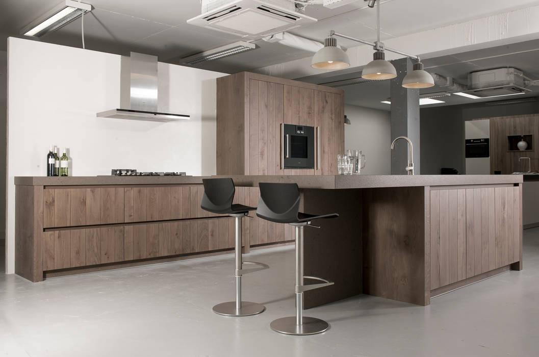 Eigen atelier Wood:  Keuken door NewLook Brasschaat Keukens