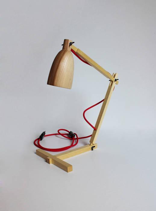 """Fingerprint II"" drewniana lampa na biurko od Crea-re Studio Skandynawski"