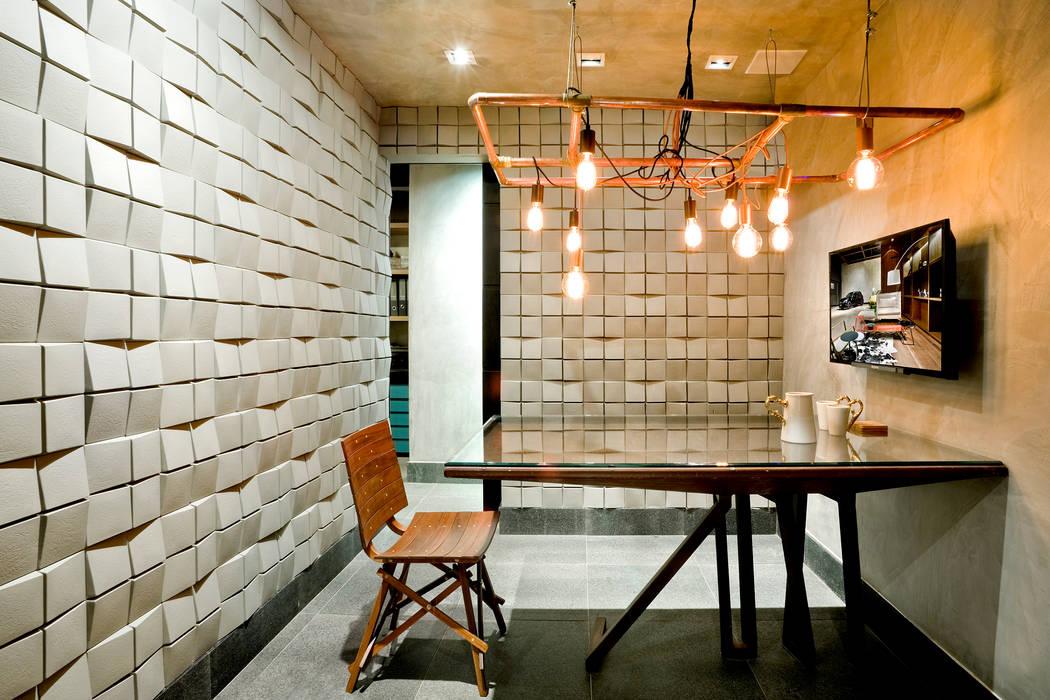 Mesa de reuniões: Escritórios  por 1:1 arquitetura:design,