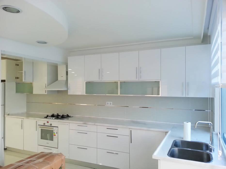 Emre Urasoğlu İç Mimarlık Tasarım Ltd.Şti. – Beyaz Ev - Mersin Çeşmeli Yazlık Projesi:  tarz Mutfak