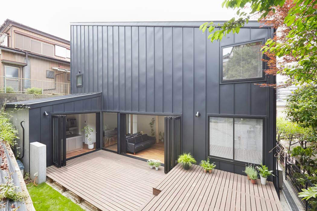 Balcon, Veranda & Terrasse modernes par 白砂孝洋建築設計事務所 Moderne