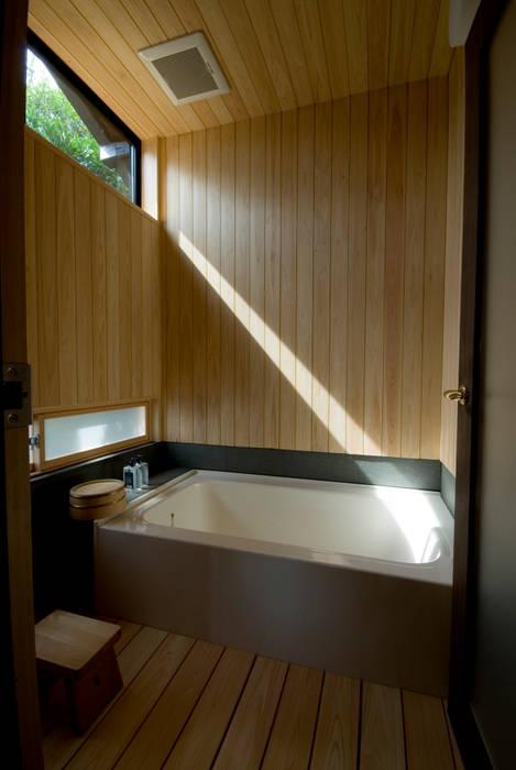 【和モダンリノベーション】浴室 の 森村厚建築設計事務所 和風 木 木目調