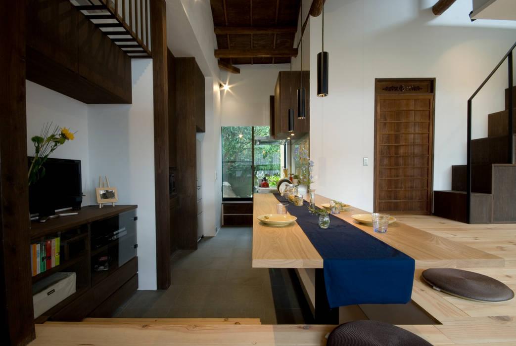 【和モダンリノベーション】ダイニングキッチン: 森村厚建築設計事務所が手掛けたキッチンです。,