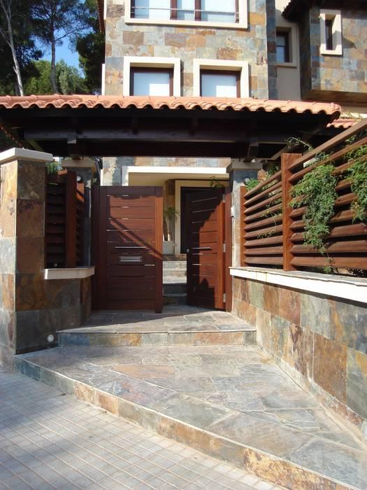 Puertas y ventanas de estilo mediterráneo de DEKMAK interiores Mediterráneo