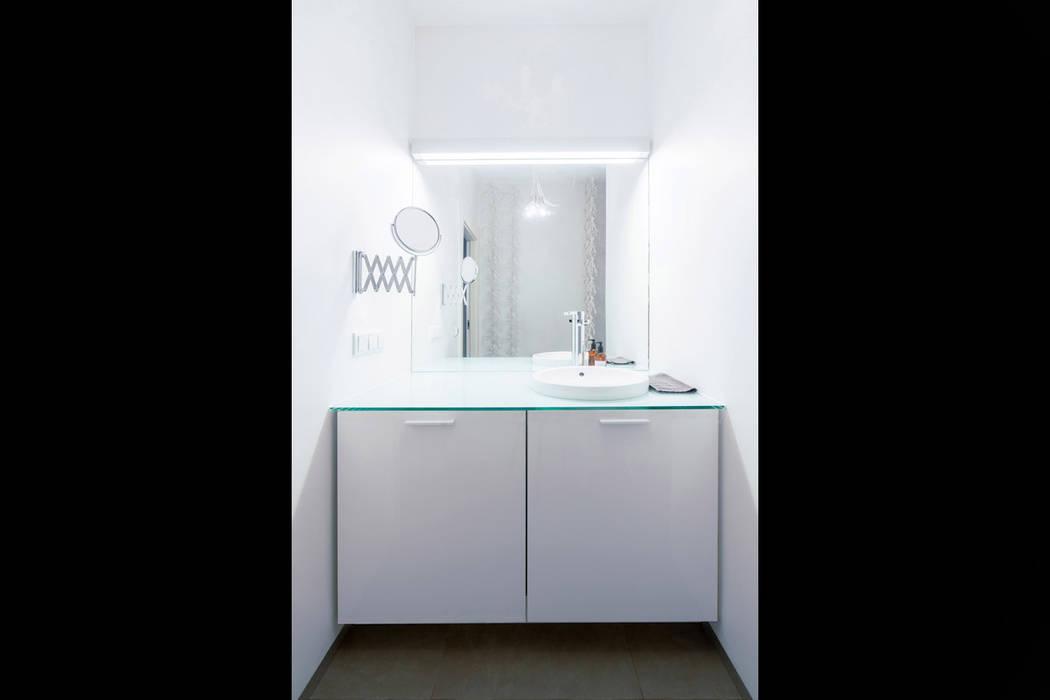 Scandinavian style bathroom by NBArchitects Scandinavian
