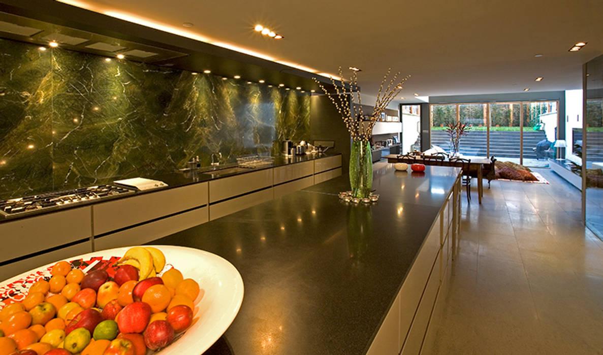 The minimal kitchen area Minimalist kitchen by Hale Brown Architects Ltd Minimalist