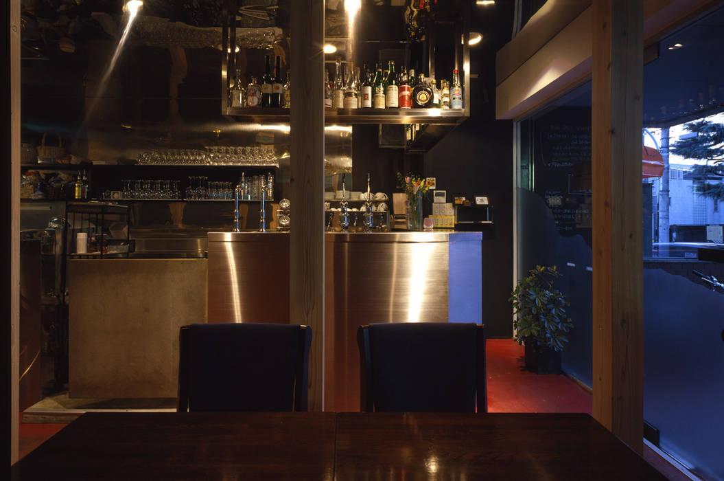 厨房: 濱嵜良実+株式会社 浜﨑工務店一級建築士事務所が手掛けたレストランです。