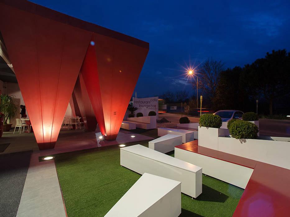 Le Monde Cafè Lounge Bar: Negozi & Locali commerciali in stile  di Edilsider sas di Giuseppe Racconto & C.