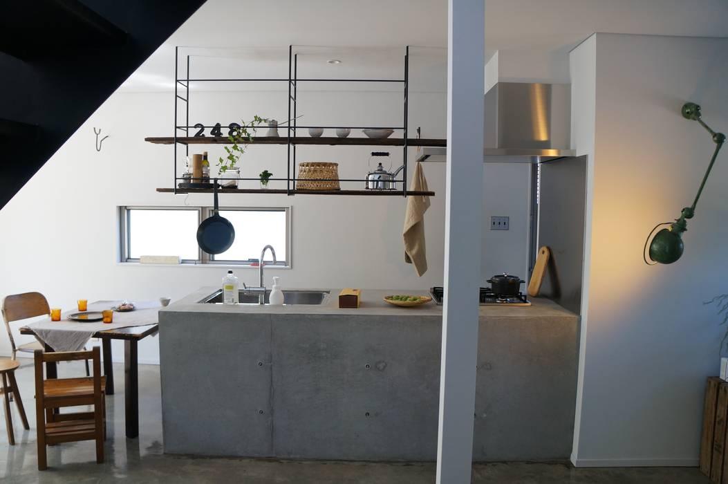 N-house インダストリアルデザインの キッチン の さくま建築設計事務所 インダストリアル