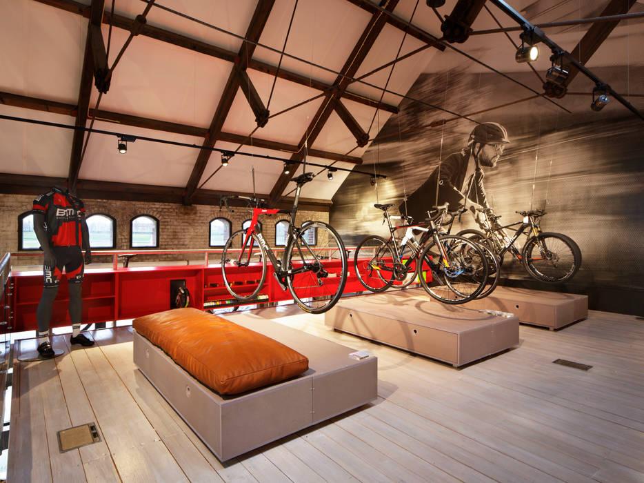 Conceptstore Stromer en BMC Eclectische winkelruimten van Laura Weeber Architect Eclectisch