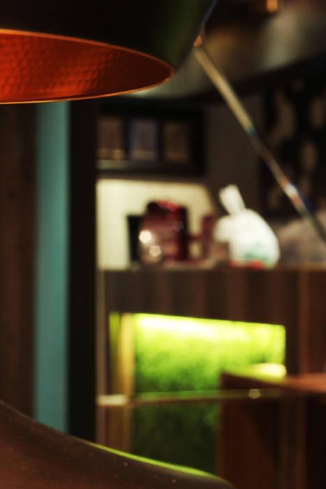 Интерьер сетевого суши-бара: Стены в . Автор – Apolonov Interiors, Эклектичный