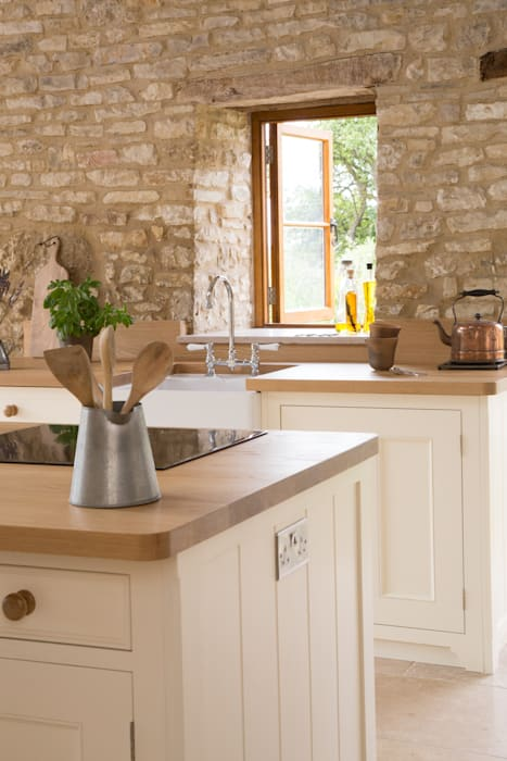 A Traditional Country Kitchen Country style kitchen by homify Country