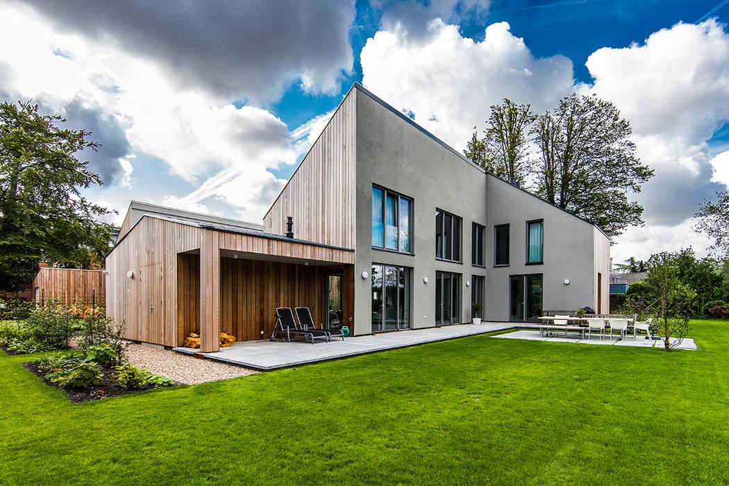 Moderne Häuser von paul seuntjens architectuur en interieur Modern