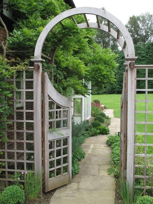 Country Family Garden With Oriental Water Garden Country style garden by Cherry Mills Garden Design Country
