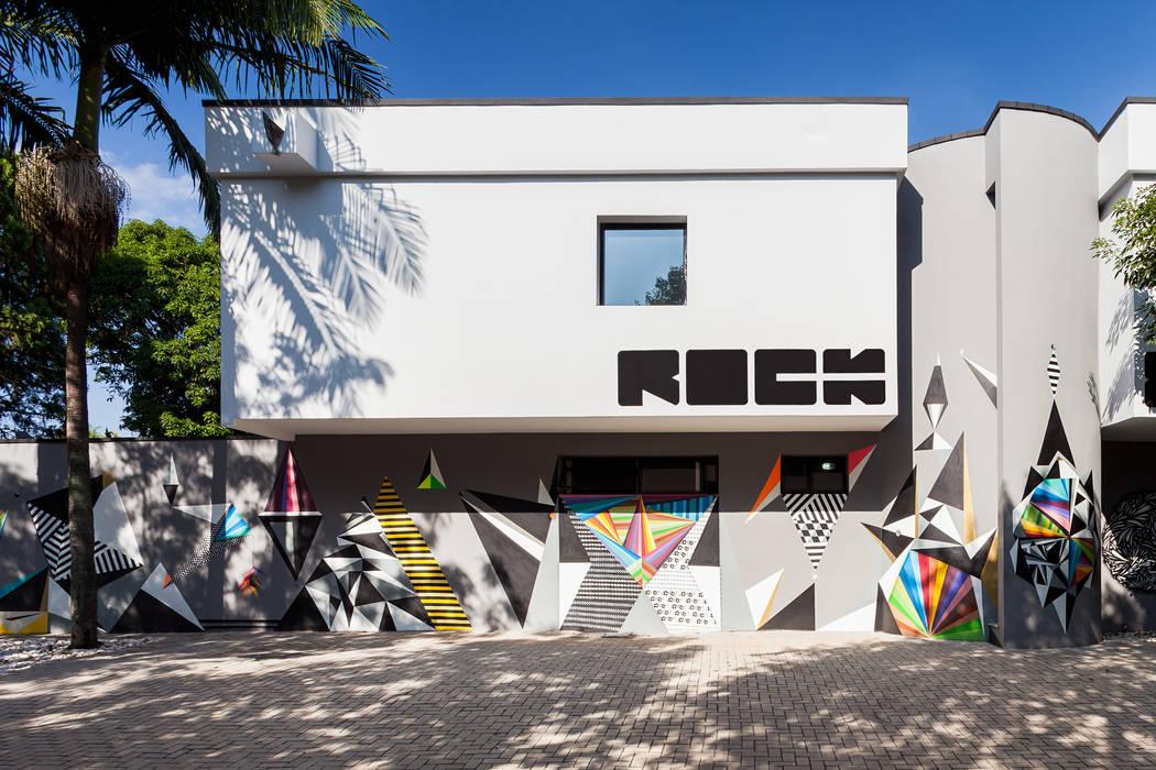 Fachada: Lojas e imóveis comerciais  por MM18 Arquitetura,Moderno