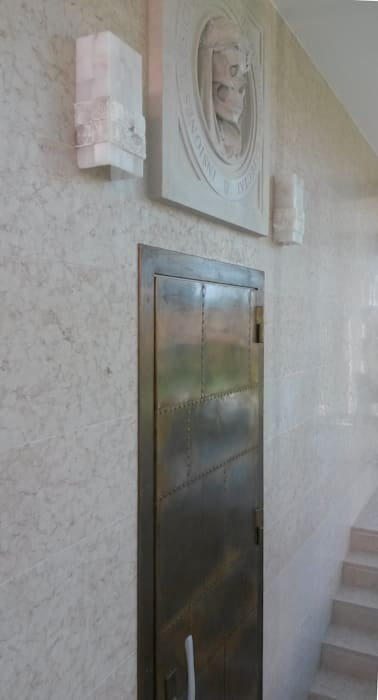 STUDIO DI ARCHITETTURA ZANONI ASSOCIATI Minimalist corridor, hallway & stairs