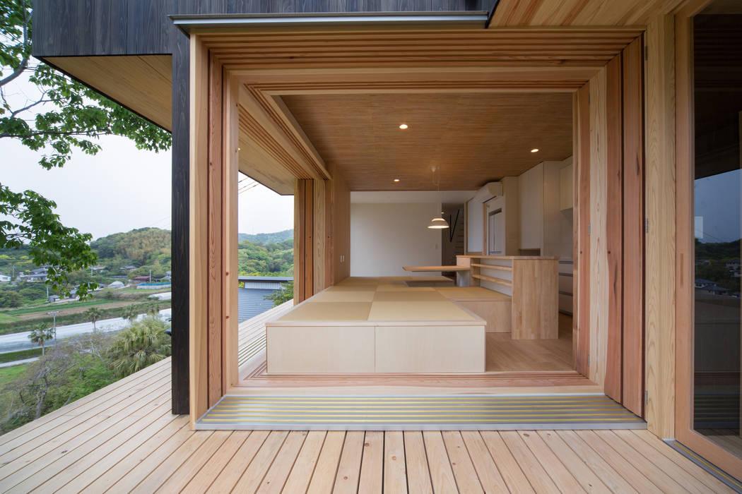 Tei Engawa (Japanese style veranda) Balcones y terrazas de estilo asiático de キリコ設計事務所 Asiático