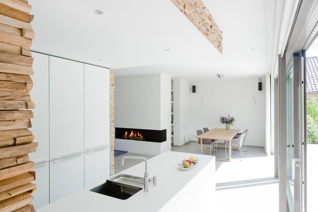 Residential Villa Moderne keukens van Wonderwall Studios Modern
