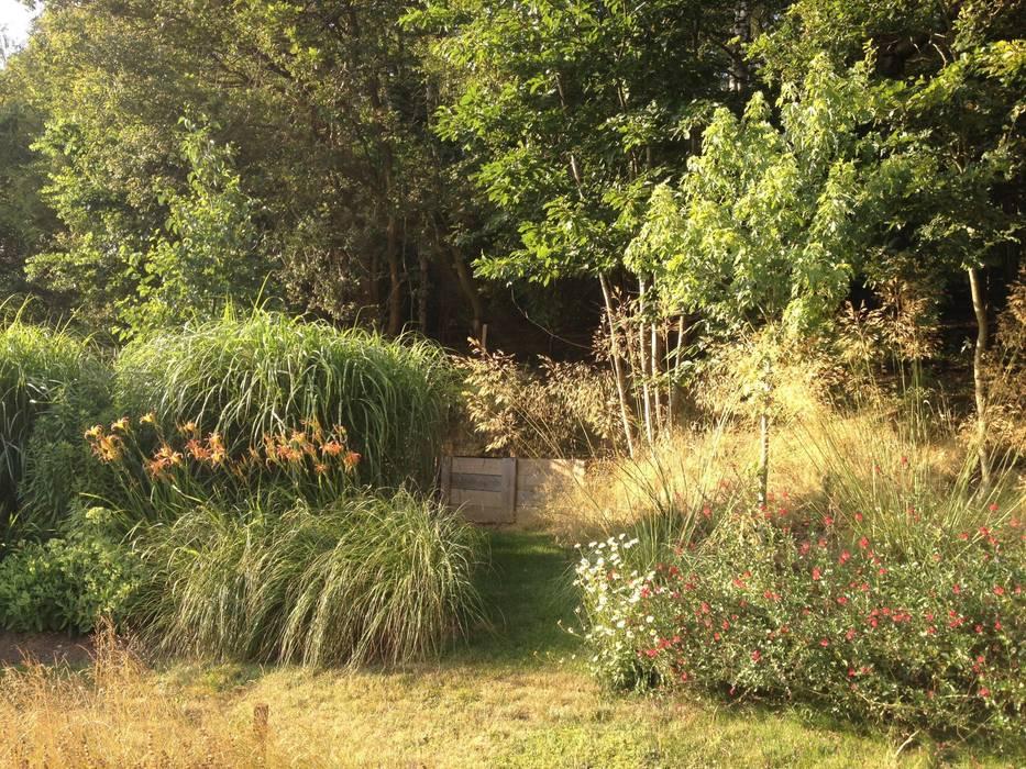 Composting area:  Garden by Roeder Landscape Design Ltd,
