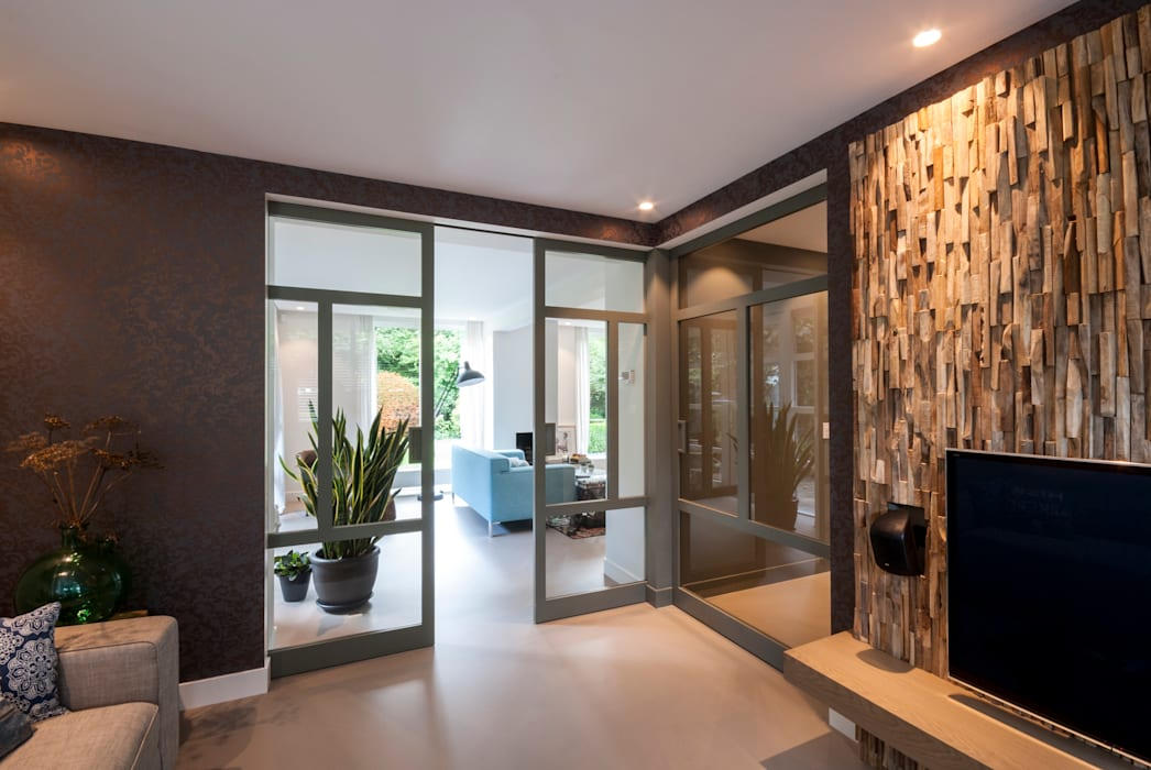 Residential Apartment:  Woonkamer door Wonderwall Studios