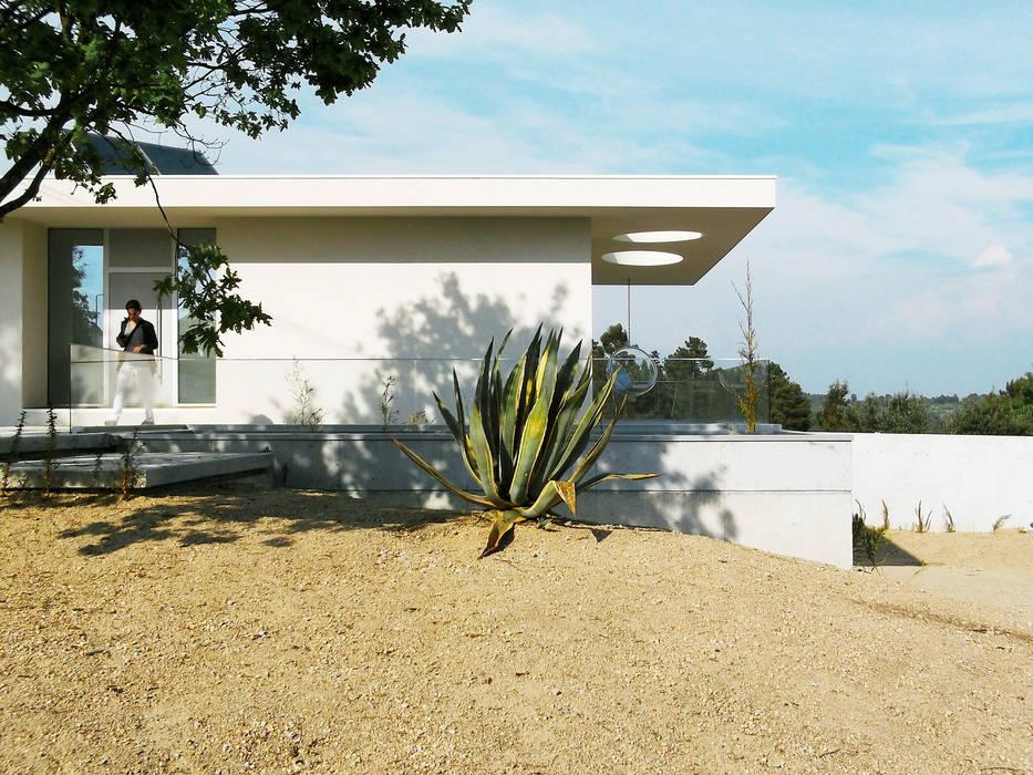 Casa Cláudia: Casas  por Artspazios, arquitectos e designers