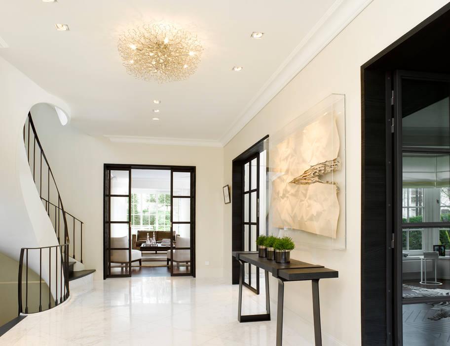 Moderner Flur, Diele & Treppenhaus von ligne V Modern