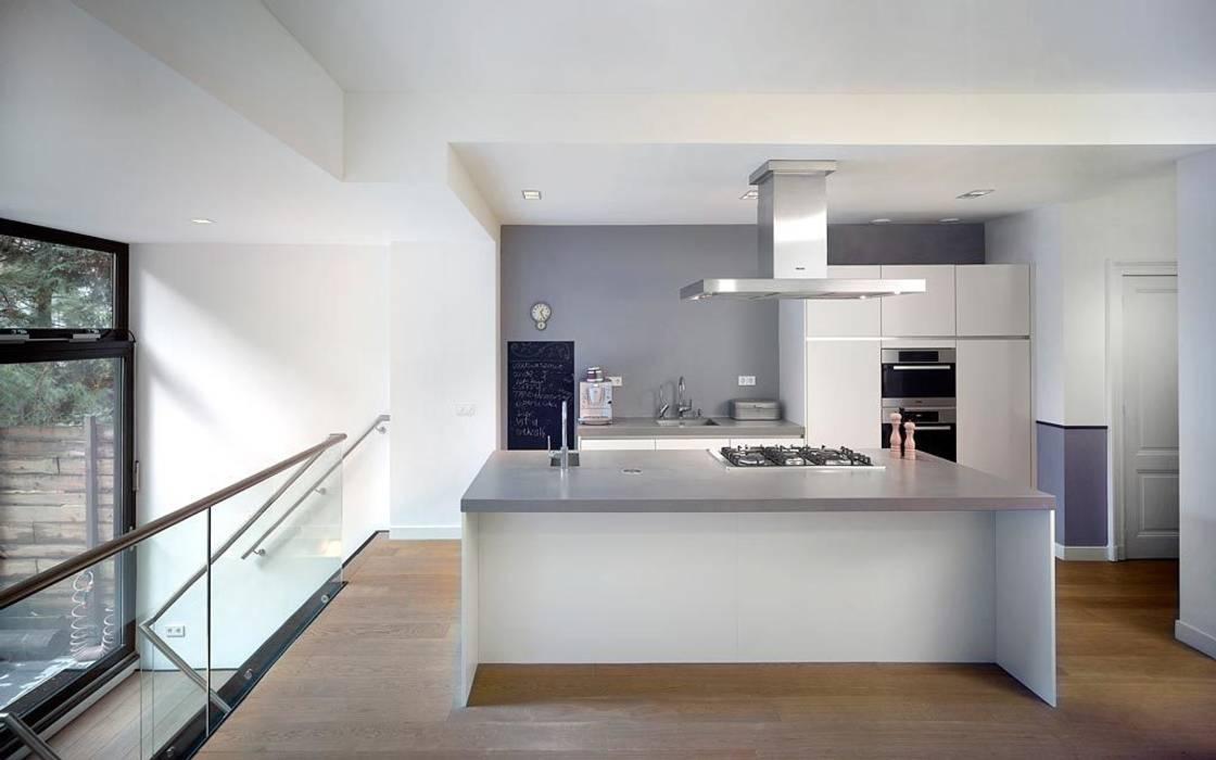 Architectenbureau Vroom Modern style kitchen