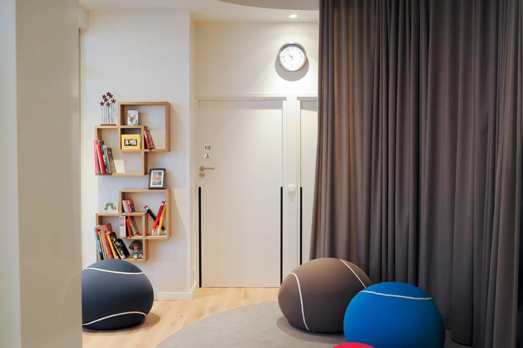 Salle 2 Locaux commerciaux & Magasin modernes par MELANIE LALLEMAND ARCHITECTURES Moderne