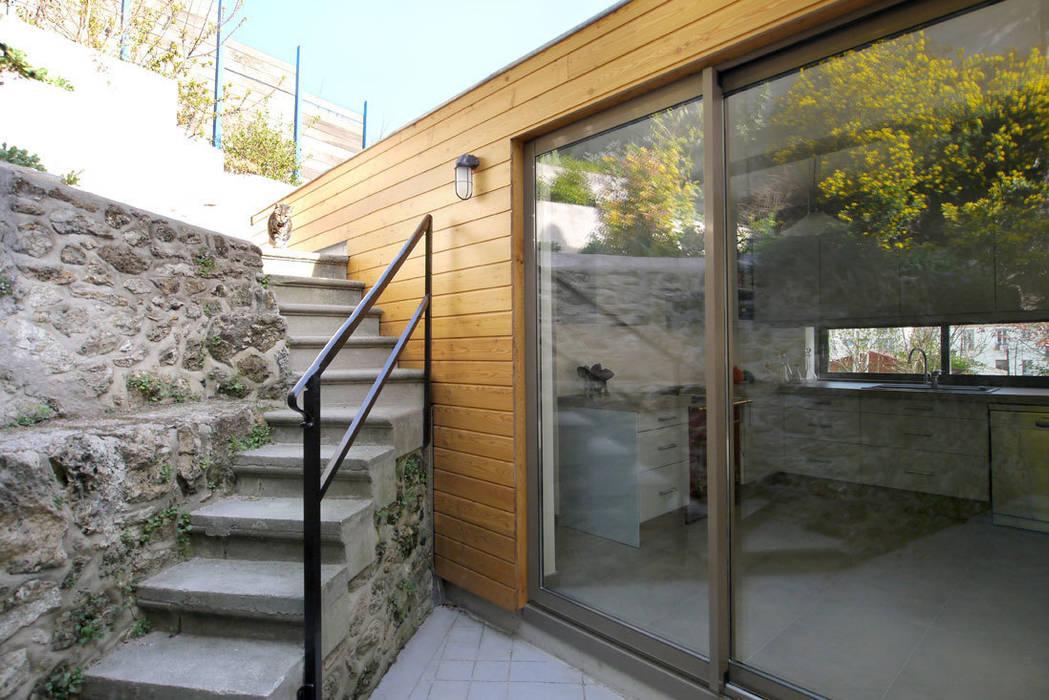 La cour Maisons modernes par MELANIE LALLEMAND ARCHITECTURES Moderne