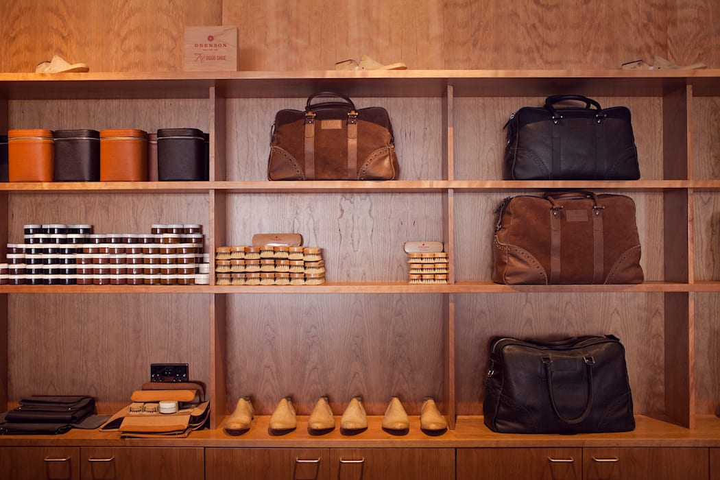 Grenson Lambs Conduit Street:  Offices & stores by helen hughes design studio ltd,