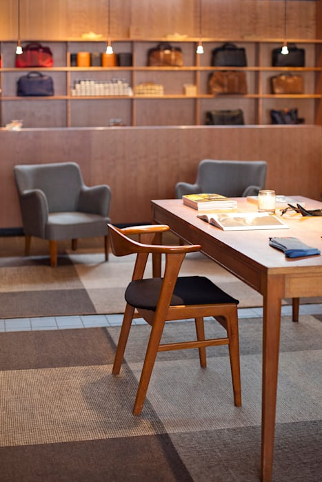 Grenson Lambs Conduit Street:  Offices & stores by helen hughes design studio ltd,