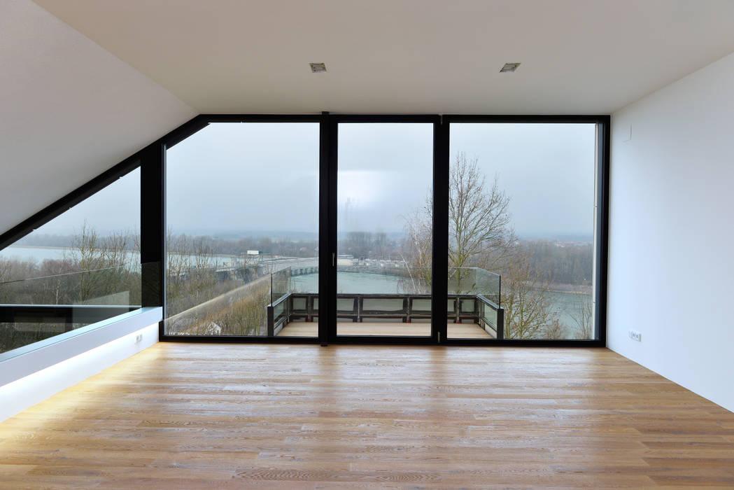 Wohnhaus mit Fernsicht Moderne Wohnzimmer von Architekt Adrian Tscherteu Modern
