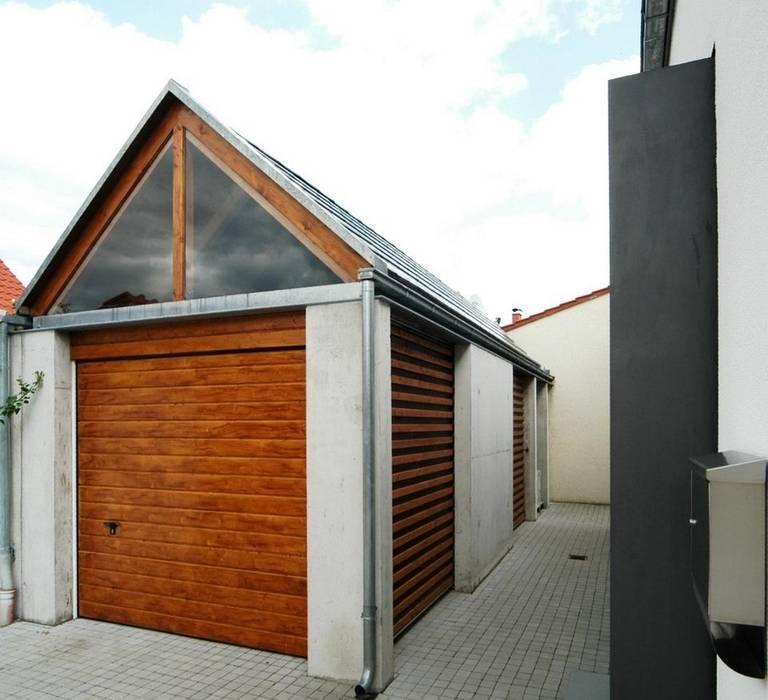 Garajes y galpones de estilo  por Architekten Lenzstrasse Dreizehn, Moderno