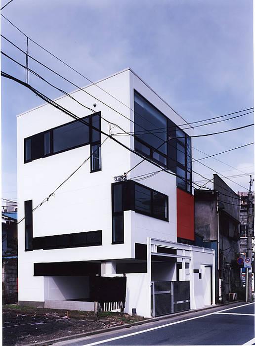 西側外観: 濱嵜良実+株式会社 浜﨑工務店一級建築士事務所が手掛けたオフィスビルです。