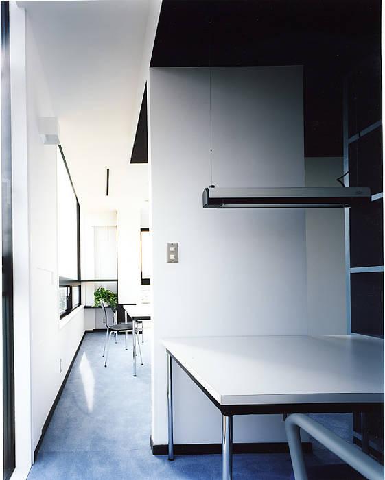 ワークルーム: 濱嵜良実+株式会社 浜﨑工務店一級建築士事務所が手掛けたオフィスビルです。
