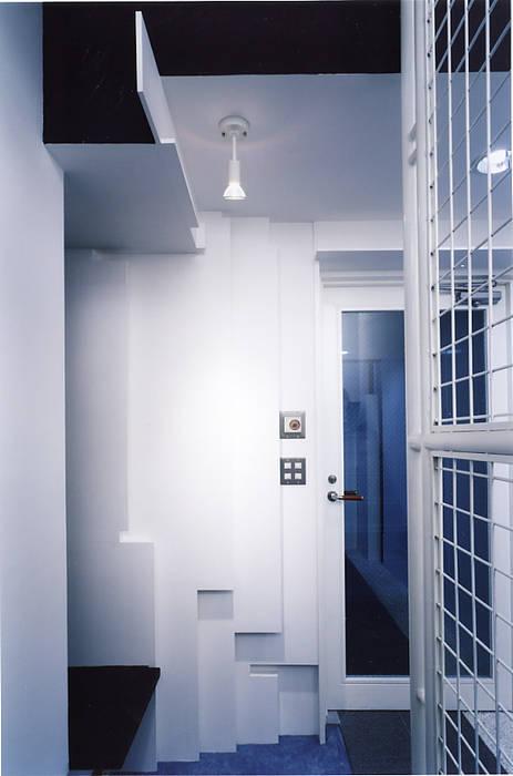 エントランス: 濱嵜良実+株式会社 浜﨑工務店一級建築士事務所が手掛けたオフィスビルです。