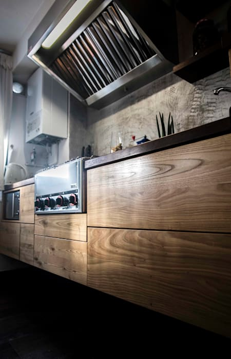 Colgante y Ergonómica.: Cocinas de estilo  de thesustainableproject