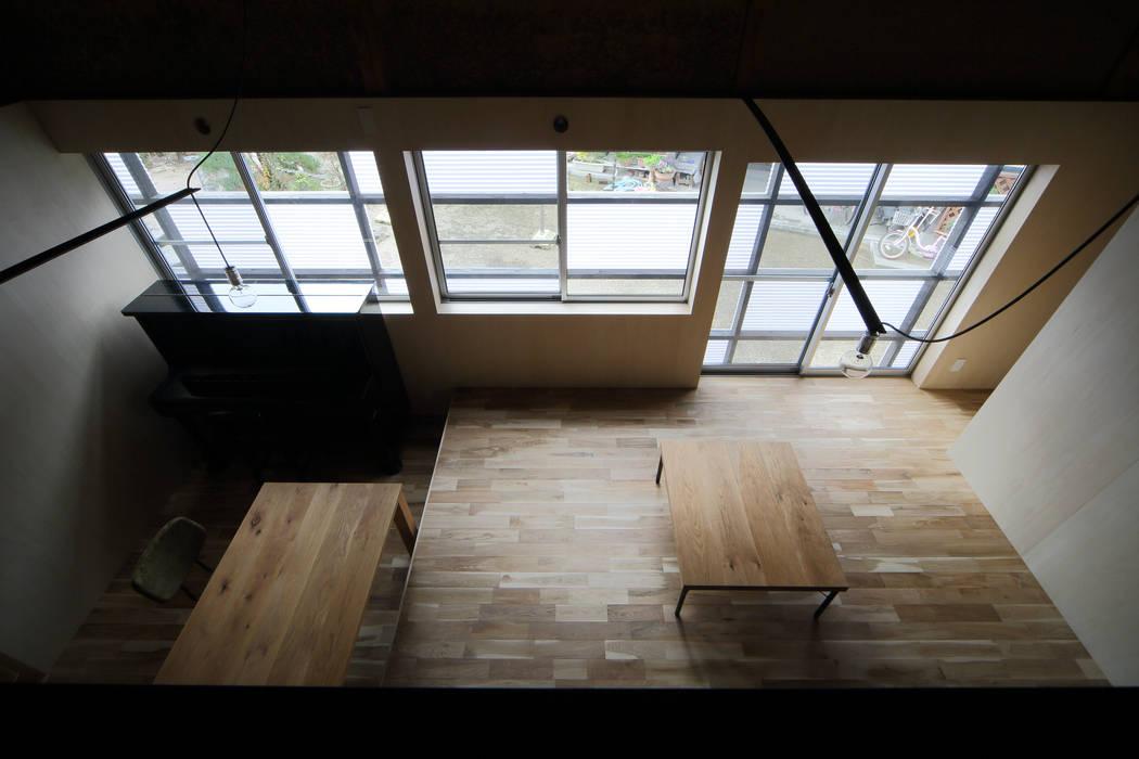 リビング見下ろし 和風デザインの リビング の ARCHIXXX眞野サトル建築デザイン室 和風