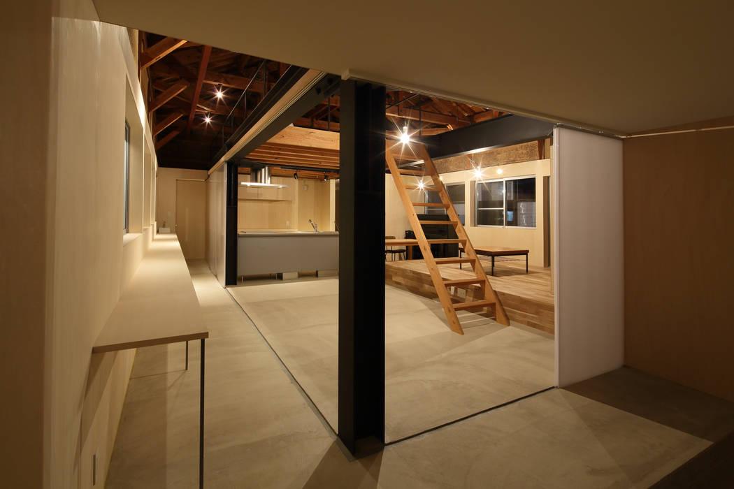 Estudios y biblioteca de estilo  por ARCHIXXX眞野サトル建築デザイン室, Ecléctico