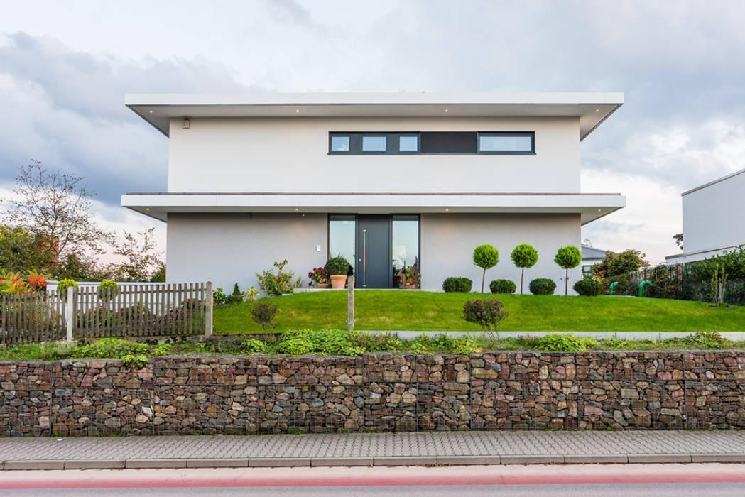 opEnd house - Single Family House in Lorsch, Germany Nowoczesne domy od Helwig Haus und Raum Planungs GmbH Nowoczesny